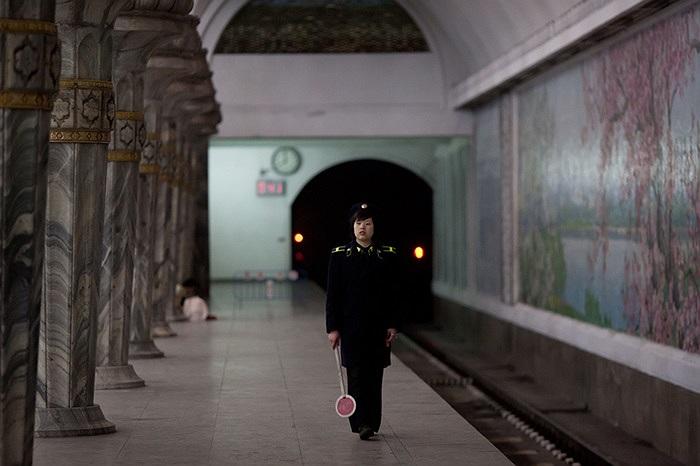 Hệ thống tàu điện ngầm còn có thể làm hầm trú ẩn phòng khi có chiến tranh