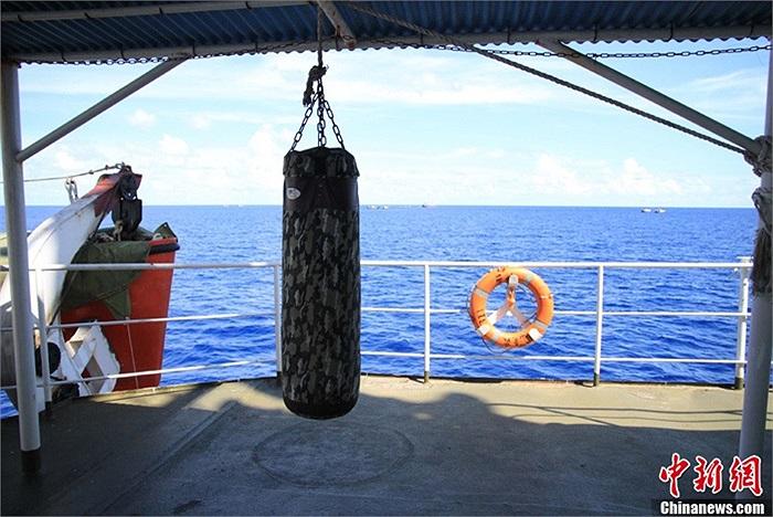 Dụng cụ thể thao dành cho các thuyền viên. Tàu dài 113,5 m và rộng 15,5 m, được trang bị các thiết bị hiện đại là tàu ngư chính có trọng lượng lớn nhất và tốc độ nhanh thứ hai trong số các tàu ngư chính của Trung Quốc