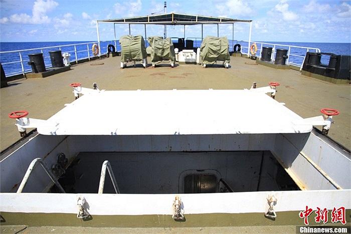 Tàu Ngư chính 311 vốn là tàu cứu hộ 503 của hạm đội Nam Hải. Tàu được cải tạo thành tàu ngư chính cho Cục Ngư chính Nam Hải vào năm 2006