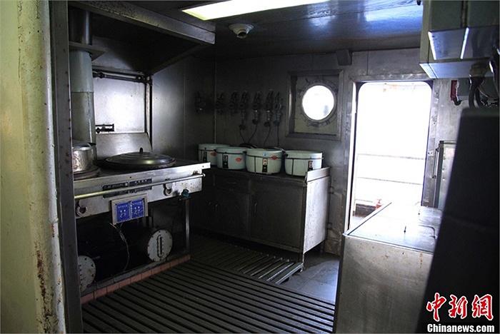 Phòng bếp trên tàu Ngư chính 311