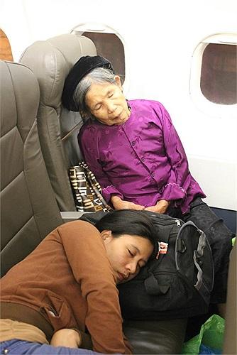 Rất nhiều người già trên chuyến bay(Ảnh độc giả cung cấp)