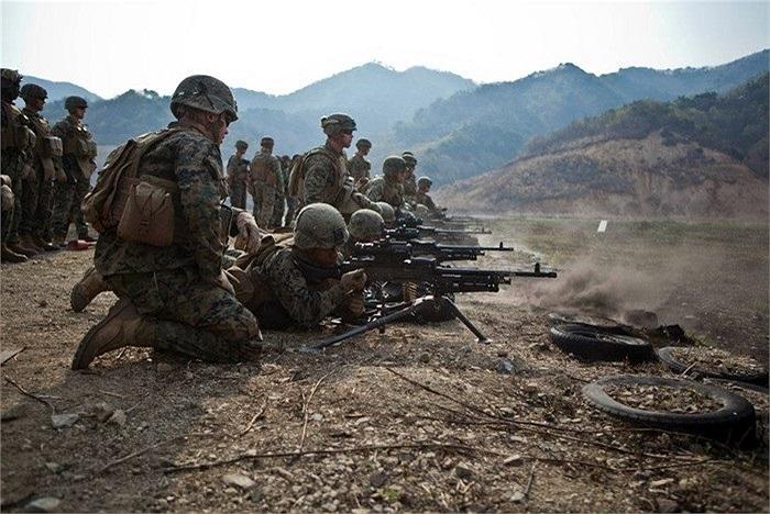 Loạt ảnh cho thấy binh lính Hàn - Mỹ thân nhau như anh em khi tham gia tập trận chung