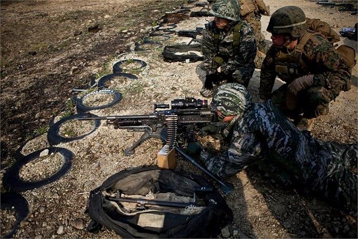 Các binh lính Hàn - Mỹ tập bắn với nhau trong một cuộc tập trận gần đây