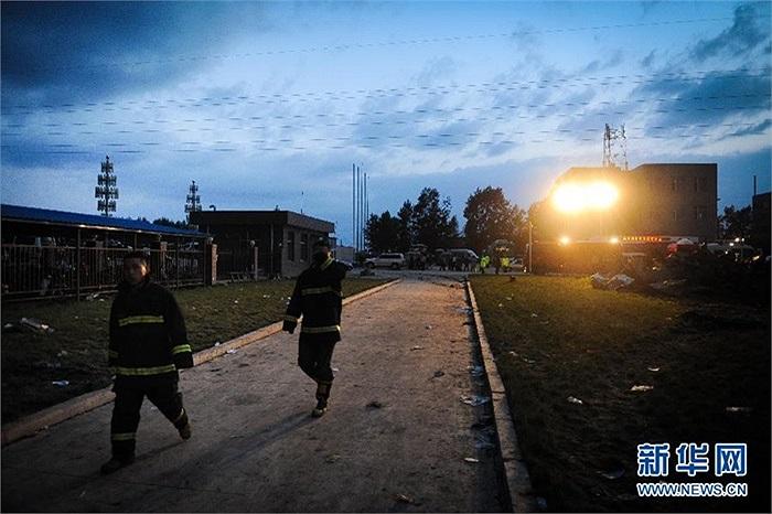 Sau 13 giờ đồng hồ, nhân viên cứu hộ mới khống chế được đám cháy