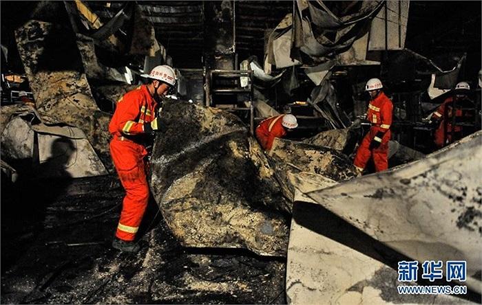 Các nhà chức trách địa phương đã huy động 14 xe chữa cháy đến hiện trường vụ cháy