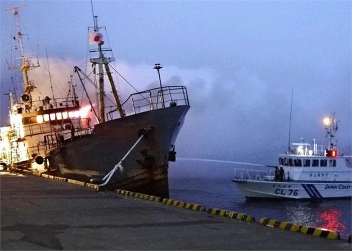 Tàu này vận chuyển cua từ cảng ở Sakhalin và neo đậu tại cảng Wakkanai, Nhật Bản từ hôm 14/5
