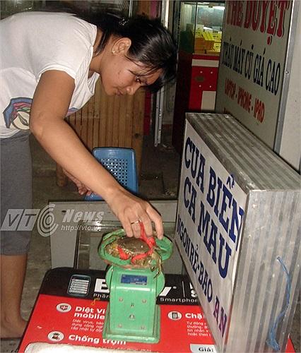 Cua cân nặng gần 100gr bán giá 20.000 đồng tại điểm bán Tân Kỳ Tân Qúy, Q.Tân Phú.