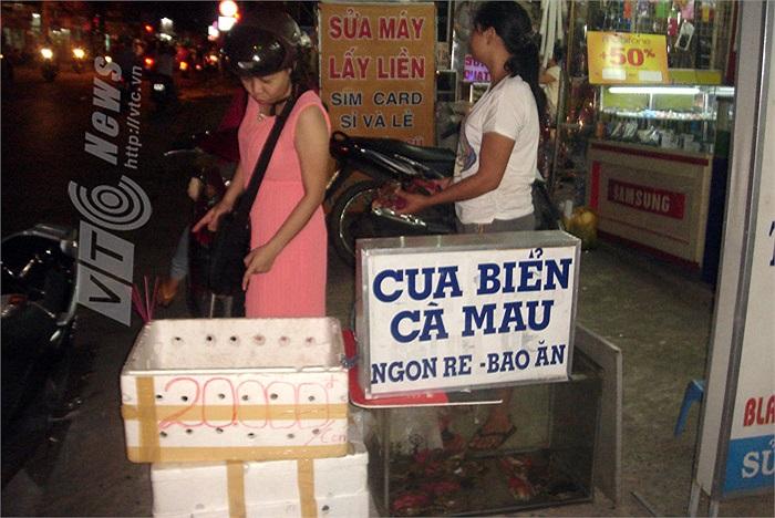 Treo biển bán giá 20.000 đồng/con.