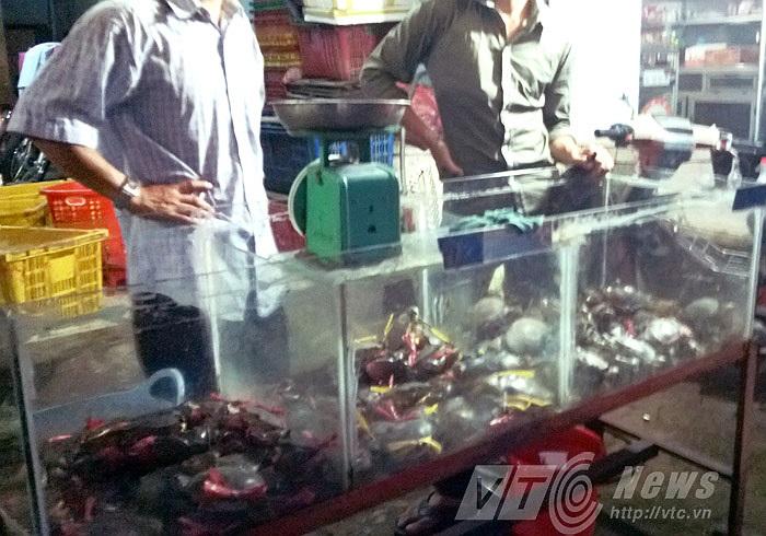 Đang ngã giá tại vựa cua nằm trên đường Tên Lửa, Q.Bình Tân.