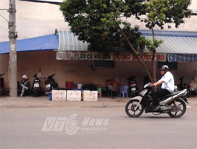Điểm bán cua trên đường Hàn Hải Nguyên - 3/2(Q.11), chuyên bán cua Cà Mau, giá trên 100.000 đồng/kg.