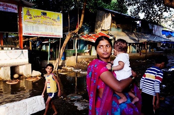 Ngư dân làng ven biên Mumbai, Ấn Độ sống chủ yếu bằng nghề đánh cá. Dù nghèo nhưng họ sống rất đoàn kết và vui vẻ