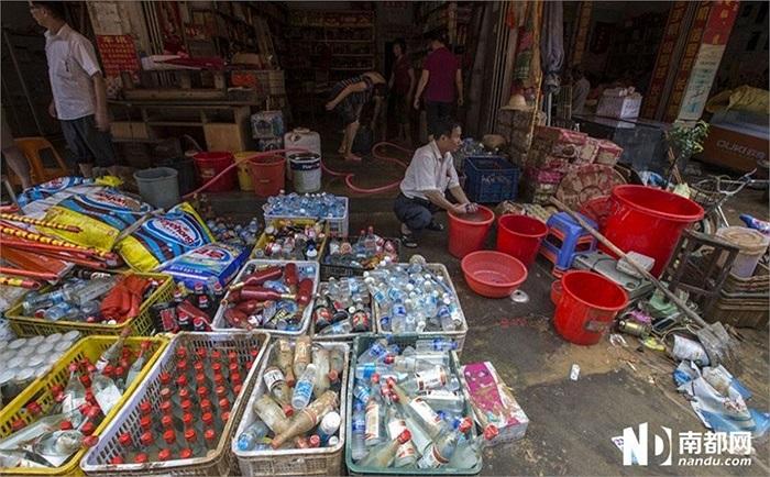Chính phủ Trung Quốc hôm 19/8 đã nâng mức ứng phó khẩn cấp lên cấp 3 trước tình trạng lụt lội ở Liêu Ninh làm ít nhất 54 người chết và 97 người mất tích tại tỉnh này