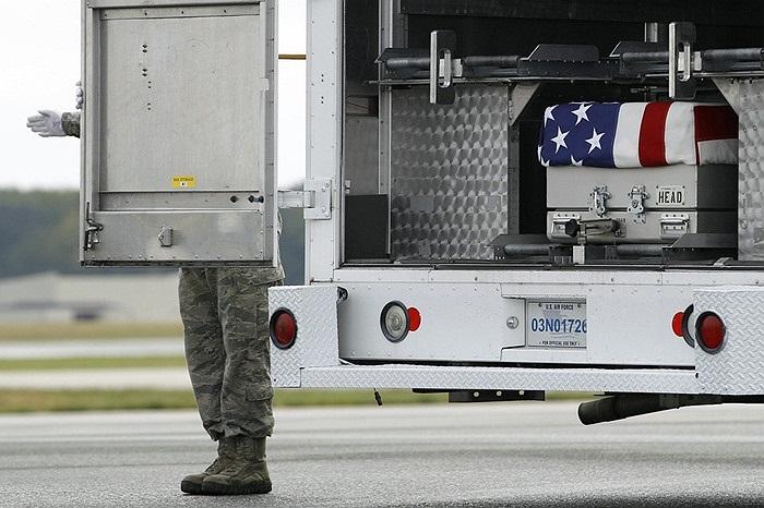 Chiếc xe mang thi hài một lính Mỹ trước khi lên đường về nhà