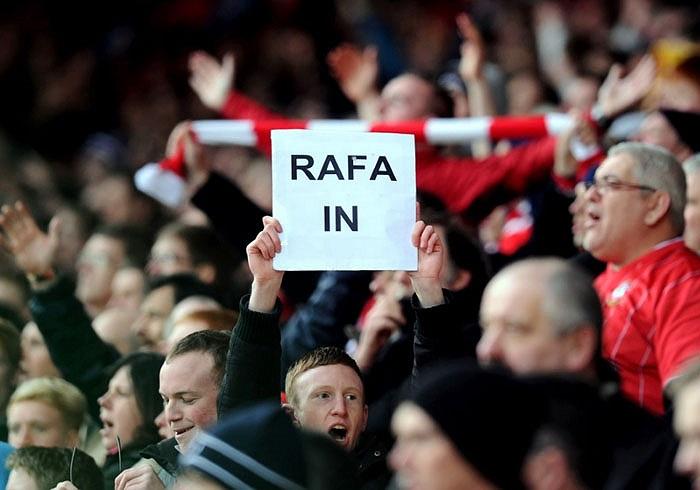 CĐV Chelsea không muốn giữ chân Benitez, nhưng CĐV Southampton lại muốn điều ấy xảy ra