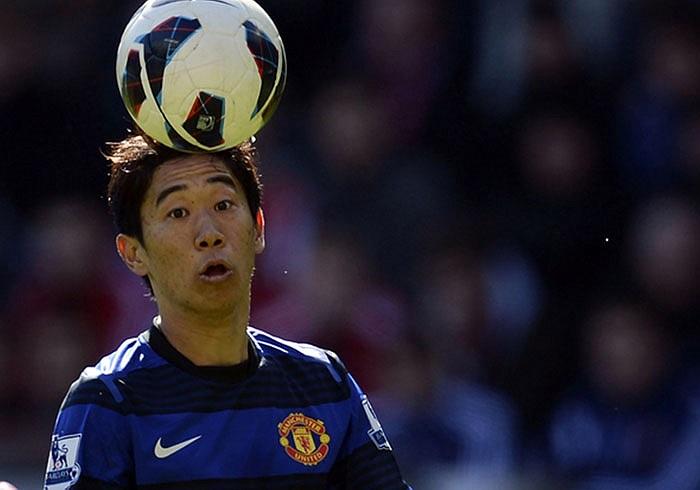 Shinji Kagawa trố mắt nhìn trái bóng