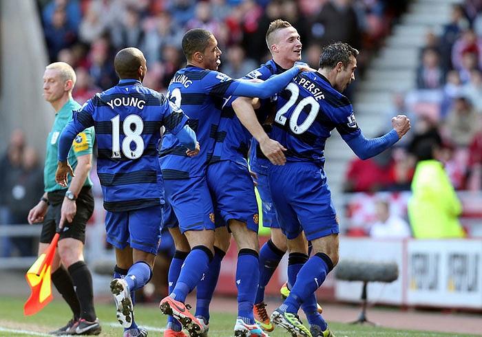 Van Persie mang áo số 20, suýt ghi 20 bàn tại Premier League mùa này, và gần như chắc chắn giúp MU vô địch giải Ngoại hạng lần thứ 20