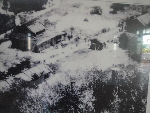 Các cơ sở hành chính của Việt Nam đã được xây dựng và tồn tại, hoạt động từ lâu trên quần đảo Hoàng Sa. Ảnh trên chụp từ trước năm 1945. Tuy nhiên, gần đây Trung Quốc cho xây dựng cái gọi là 'thành phố Tam Sa' trên quần đảo Hoàng Sa.