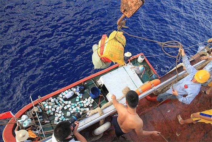 Các tàu cá Trung Quốc hiện đang neo đậu trái phép ở vị trí có tọa độ 6,01 độ vĩ Bắc, 108,48 độ kinh Đông, phía Tây Nam quần đảo Trường Sa