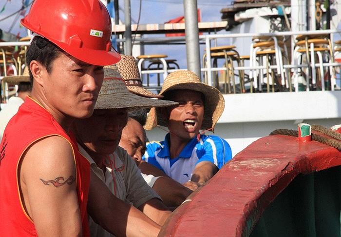 Ngư dân bắt đầu đánh bắt cá trái phép trong vùng biển Trường Sa của Việt Nam vào hôm nay