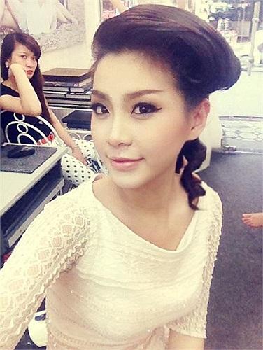 Miss Teen Diễm Trang xinh đẹp làm MC cho một chương trình.