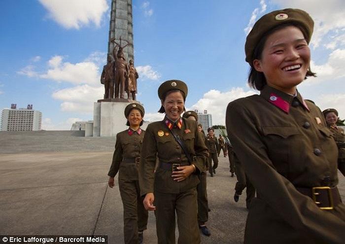 Những nữ binh sĩ Triều Tiên tươi cười