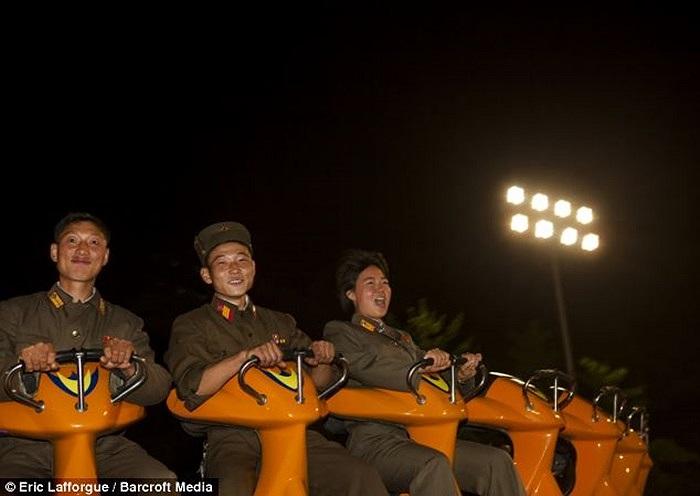 Khoảnh khắc vui chơi của các binh sĩ Triều Tiên