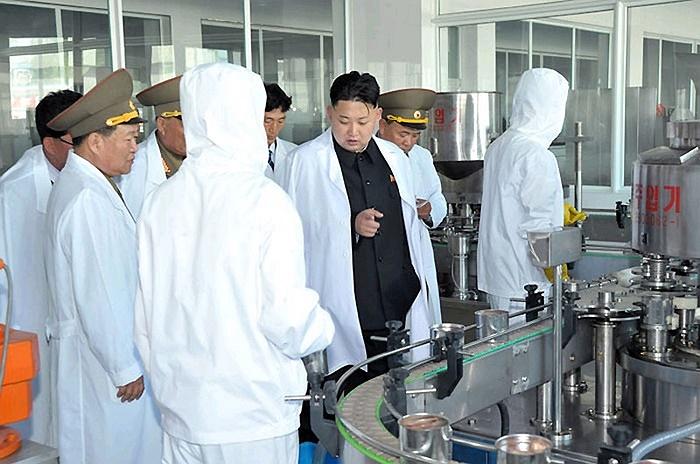 Ông Kim Jong-un khen ngợi thành tích của nhà máy thực phẩm này
