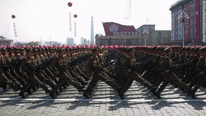 Binh sĩ Triều Tiên trong lễ duyệt binh 15/4/2012