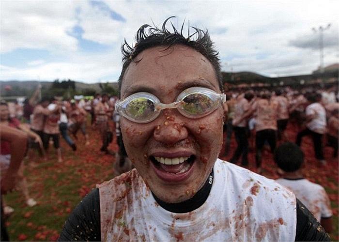Một chiếc kính bảo vệ mắt sẽ rất hữu ích trong khi du khách tham gia chiến đấu