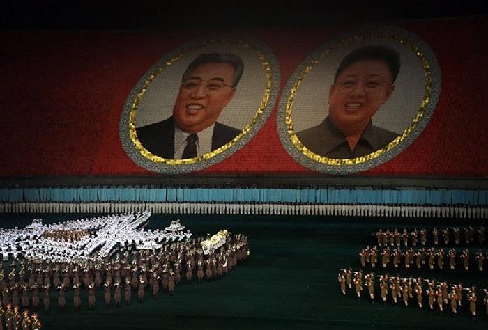 Năm 2007, các buổi lễ Ariang của Triều Tiên được ghi vào sách kỷ lục thế giới Guinness với việc hàng chục ngàn vũ công cầm thẻ màu xếp thành các biểu tượng ca ngợi đất nước và con người Triều Tiên