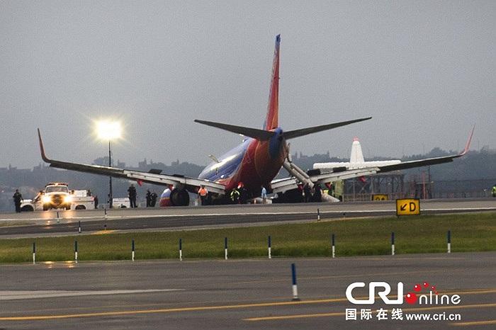 11 người bị thương sau khi chiếc máy bay Boeing 737 chúi đầu xuống đường băng ở sân bay LaGuardia ở New York, Mỹ hôm 22/7 giờ địa phương