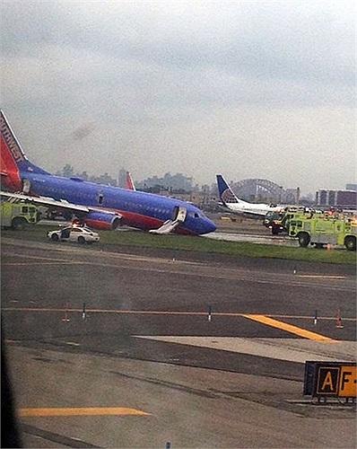 Sự cố máy bay khiến 11 người bị thương