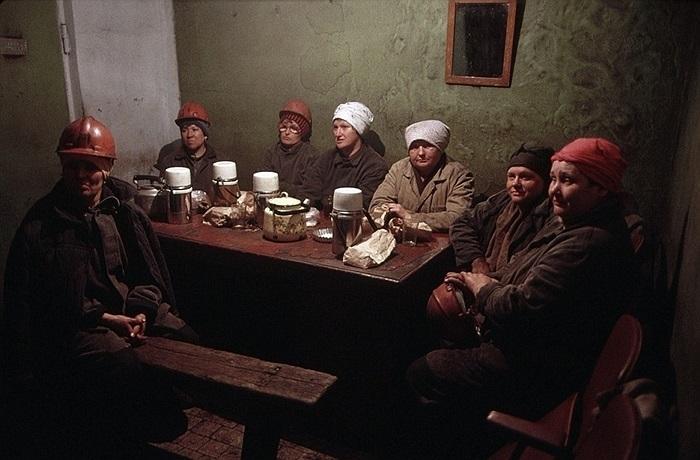 Những nữ thợ mỏ mất việc tạm thời ở Novokuznetsk, Siberia vào tháng 6/1991