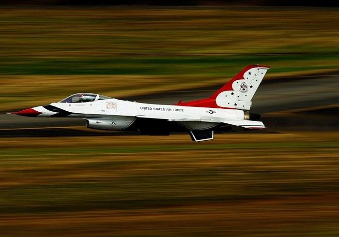 Chim sét của Không quân Mỹ cất cánh