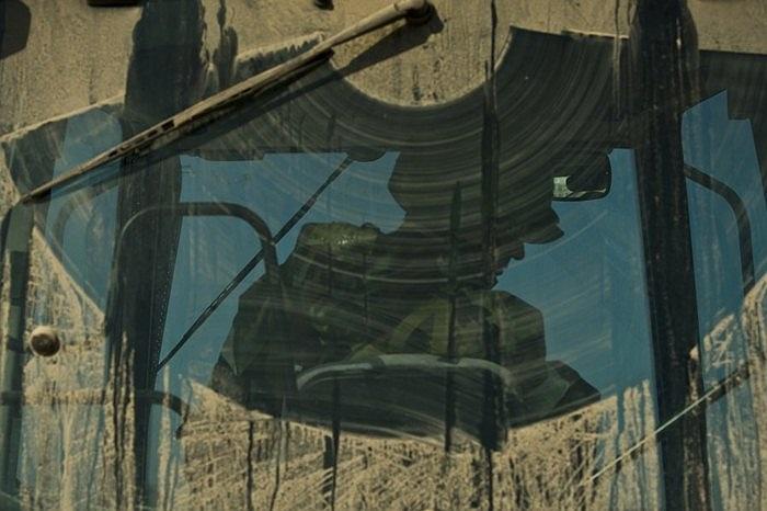 Nhuwxg vết gạt rõ bùn đất trên những chiếc xe quân sự