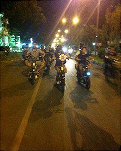 'Tập đoàn' xe đạp điện dạo phố