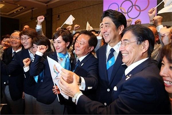 Sát cánh cùng thủ tướng Nhật Bản Shinzo Abe