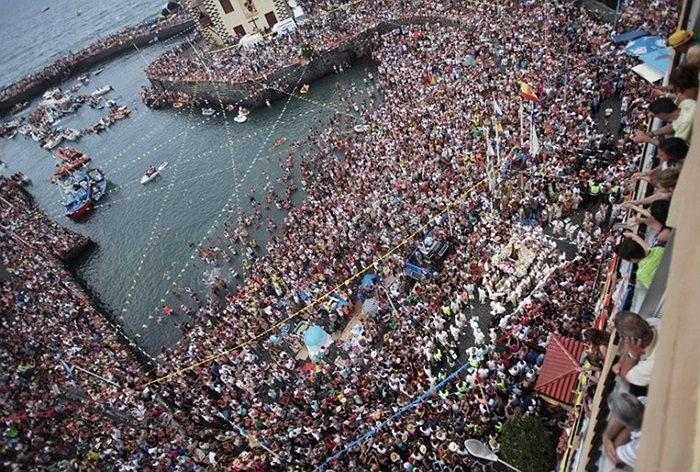25.000 người xem rước Virgen del Carmen, vị thần hộ mệnh của ngư dân ở quần đảo Canary