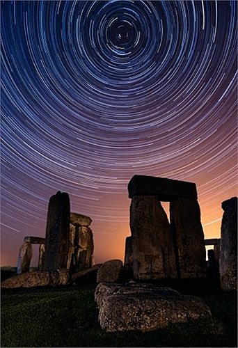 Bức ảnh chụp chậm dải ngân hà của nhiếp ảnh gia  David Sharp ở Stonehenge