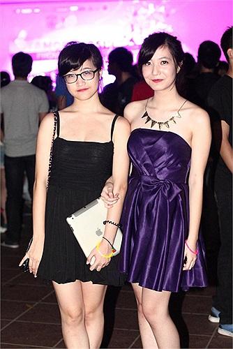 Nữ sinh Lomonoxop xinh đẹp trong những bộ váy áo sang trọng trong bữa tiệc cuối năm