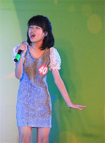 Là thí sinh nhỏ tuổi nhất cuộc thi, Khánh Hà mới học lớp 6 nhưng đã chứng tỏ được khả năng của mình không hề thua kém những thí sinh khác với chất giọng lạ