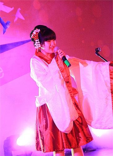 Mang đậm phong cách Nhật Bản, Trà My đã đem đến ca khúc Every heart với giai điệu nhẹ nhàng hòa quyện với chất giọng ngọt ngào của mình.