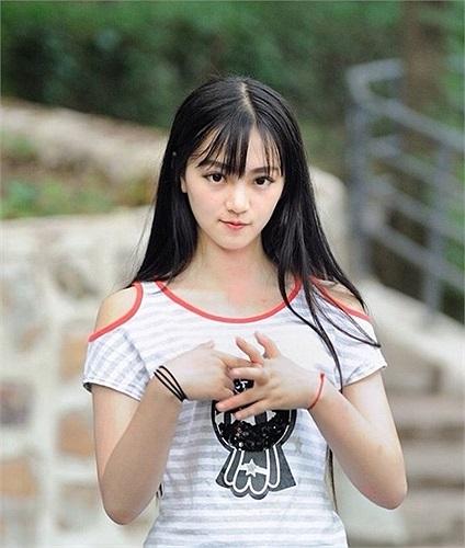 Hoàng Xán Xán là nữ sinh đẹp nhất trường đại học Vũ Hán Trung Quốc