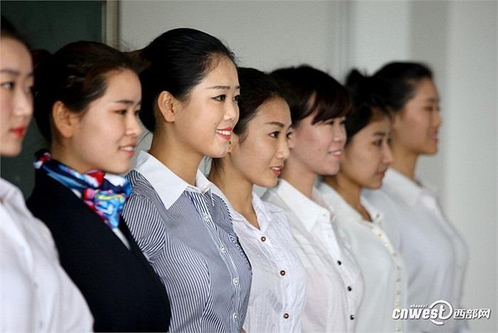 Đội ngũ tiếp viên hàng không đều rất trẻ trung, hầu hết ở lứa tuổi đôi mươi