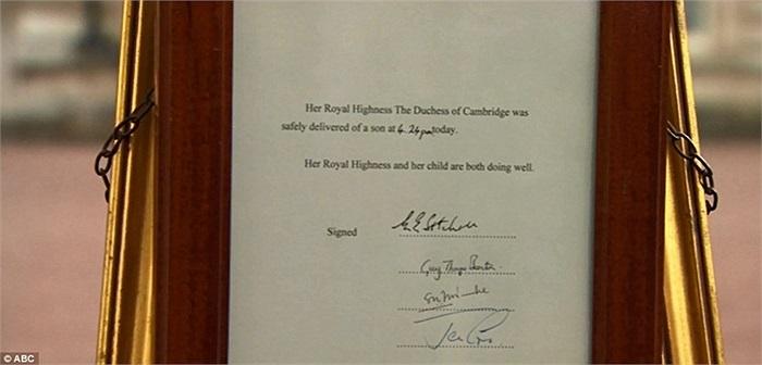 Dòng thông tin công bố 'Công nương xứ Cambridge đã sinh hạ một bé trai vào lúc 16h24'