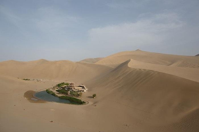 Độ sâu của chiếc hồ bé nhỏ này bị giảm mạnh trong 30 năm qua khiến chính phủ phải ra tay cứu nó khỏi sa mạc