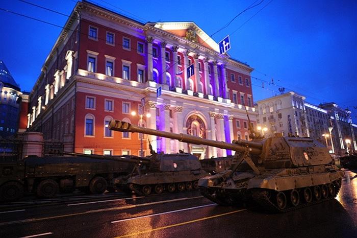 Pháo tự hành, xe bọc thép, xe tăng đều có mặt trong buổi tập dượt trước Ngày Chiến Thắng 9/5