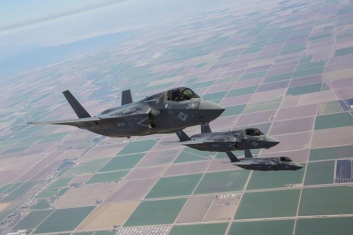 Chiến cơ F-35B phiên bản cất cánh ngắn trong bài tập tiếp nhiên liệu trên không