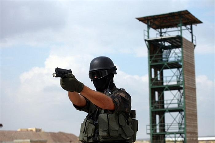 Cảnh sát đặc nhiệm Thổ Nhĩ Kỳ đang sử dụng súng lục hàng 'nhà trồng được' Canik55 TP9