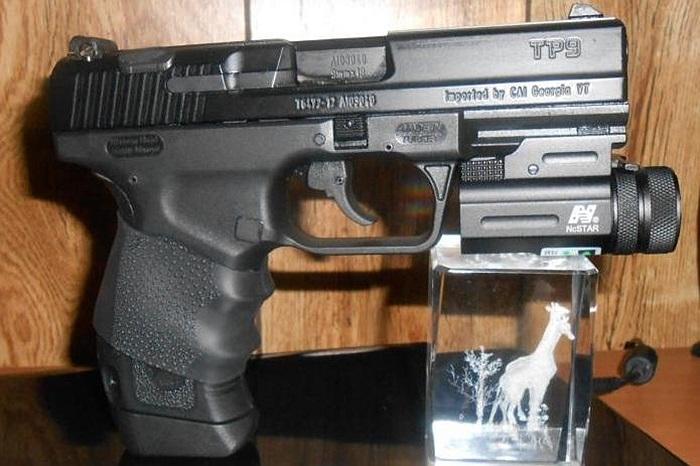 Cận cảnh súng lục tự chế tạo Canik55 TP9 của Thổ Nhĩ Kỳ
